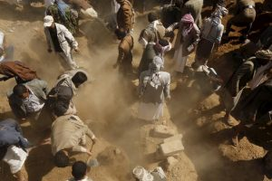 People bury judge Yahya Rubaid and his family, who were killed by a Saudi-led air strike, in Yemen's capital Sanaa January 26, 2016. REUTERS/Khaled Abdullah
